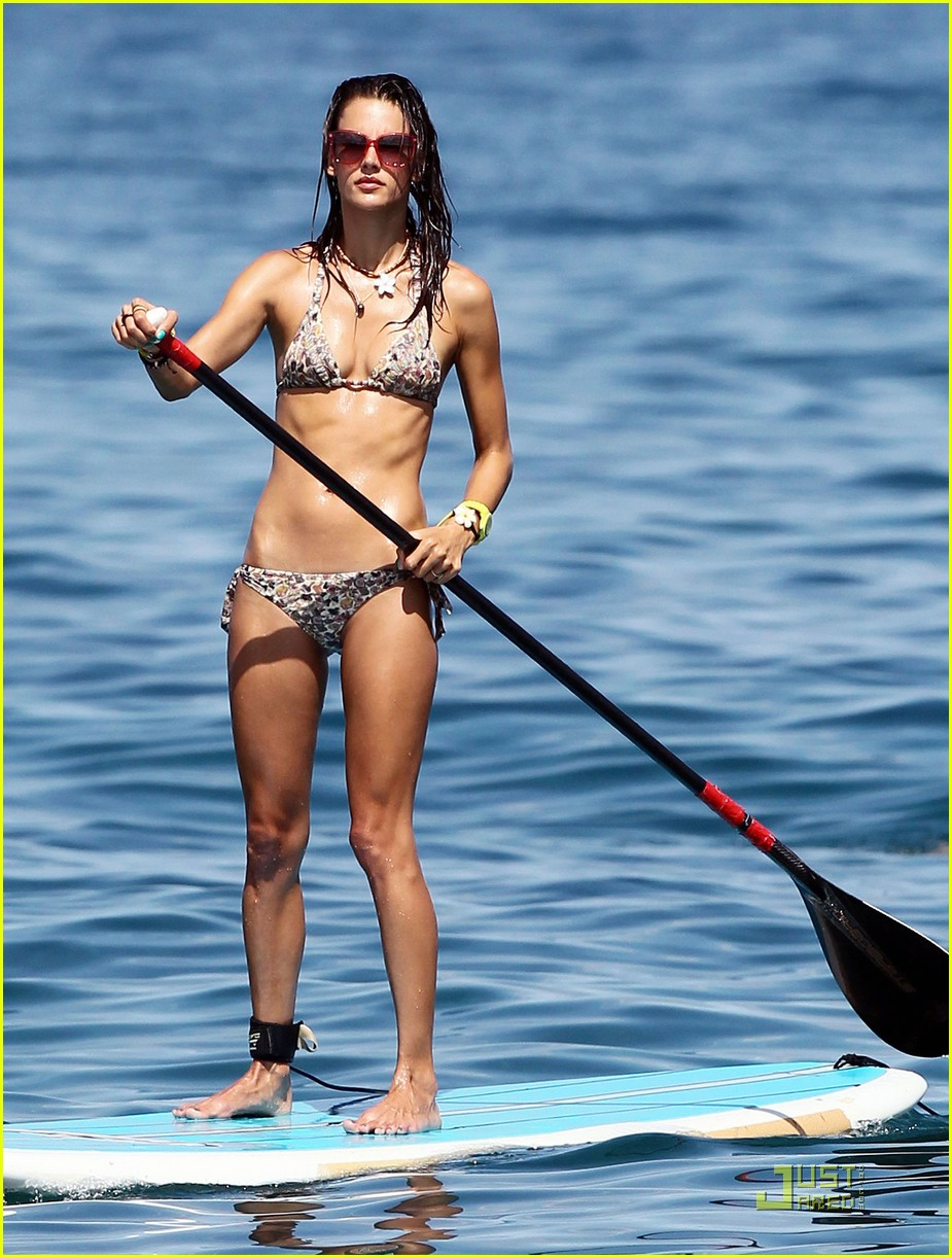 alessandra ambrosio hawaiian vacation with the family 01