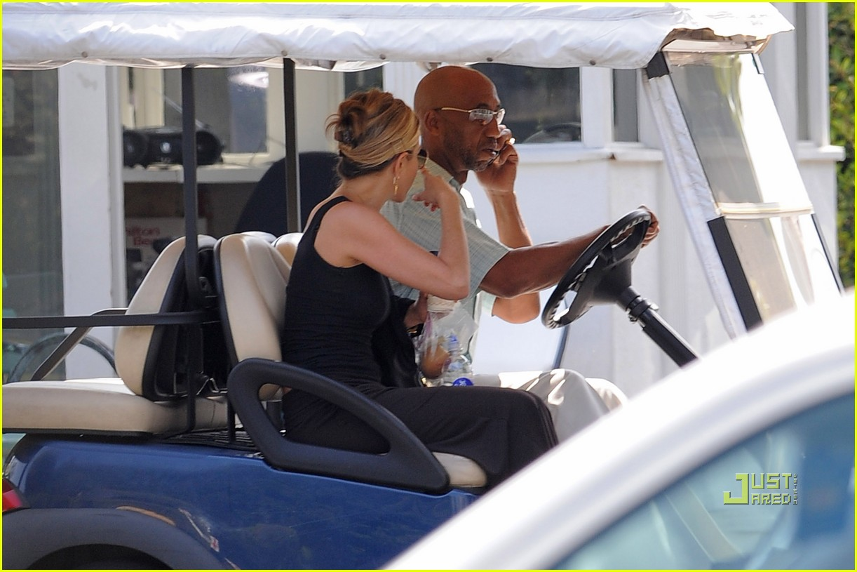 jennifer aniston golf cart 02