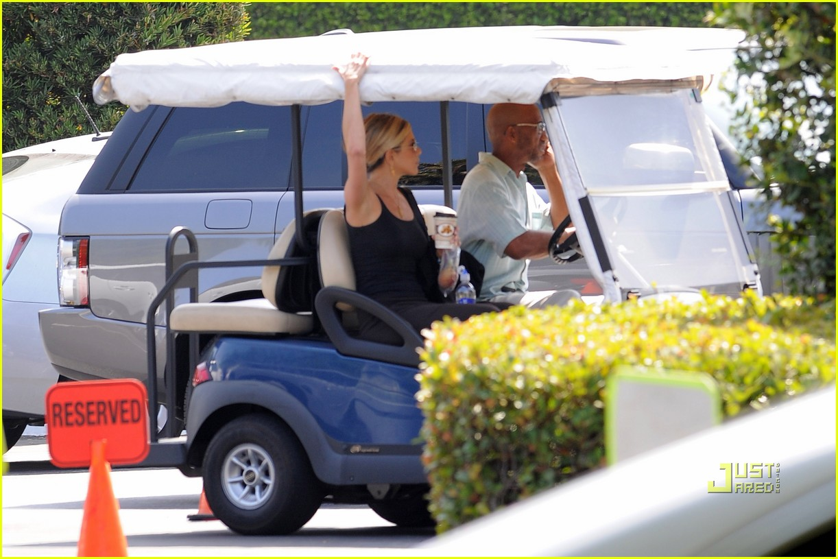jennifer aniston golf cart 04