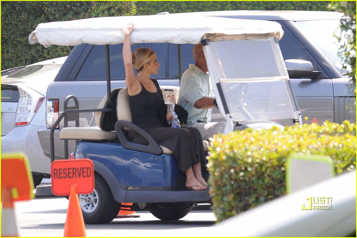 jennifer aniston golf cart 09