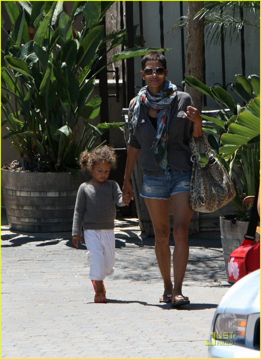 halle berry olivier martinez lunch with nahla 13
