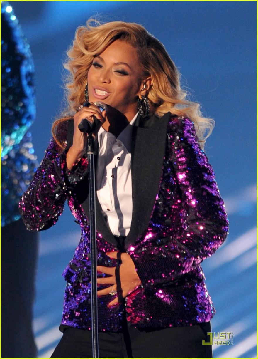 beyonce performs at vmas pregnant 03