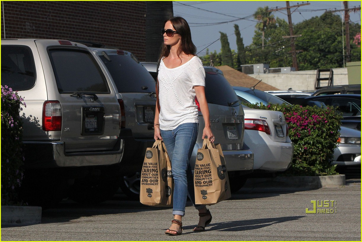 emily blunt whole foods shopper 142570724