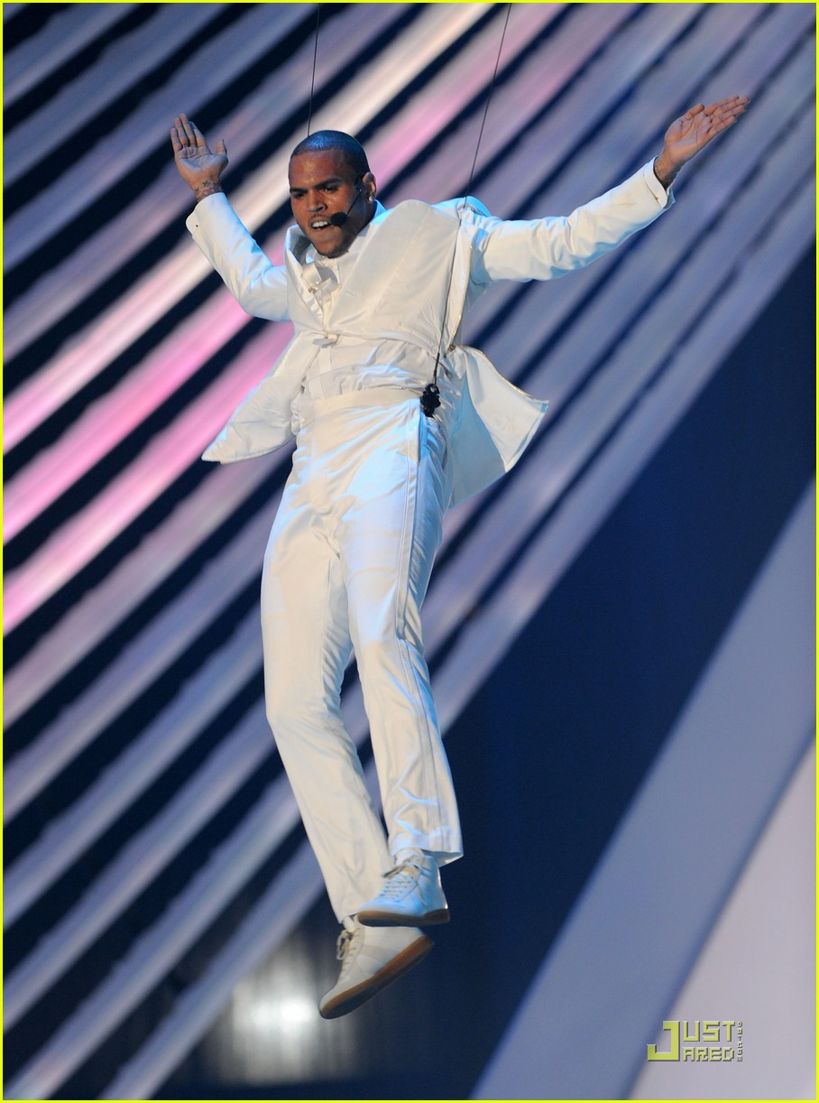 chris brown mtv vmas 2011 01