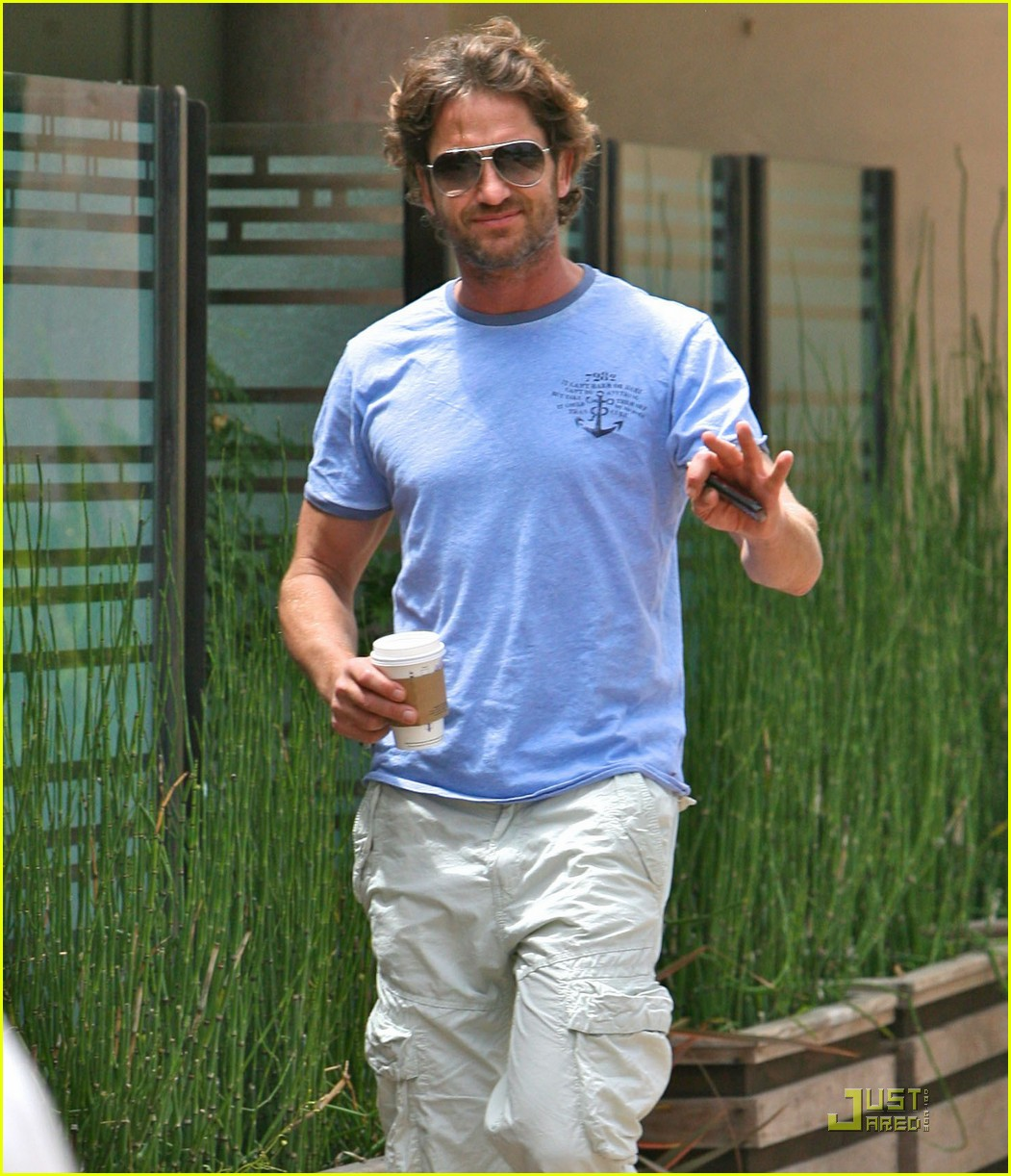 gerard butler surf coffee 02