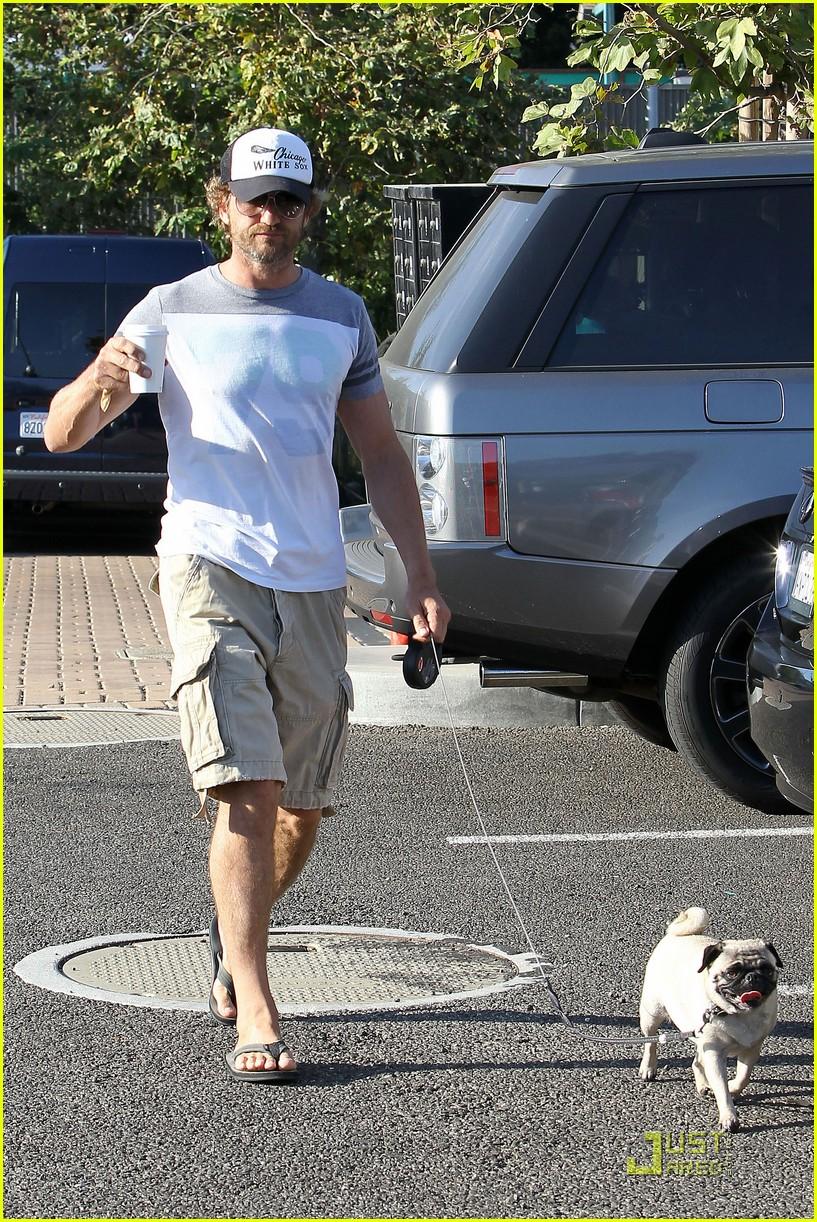 gerard butler walks pup 03