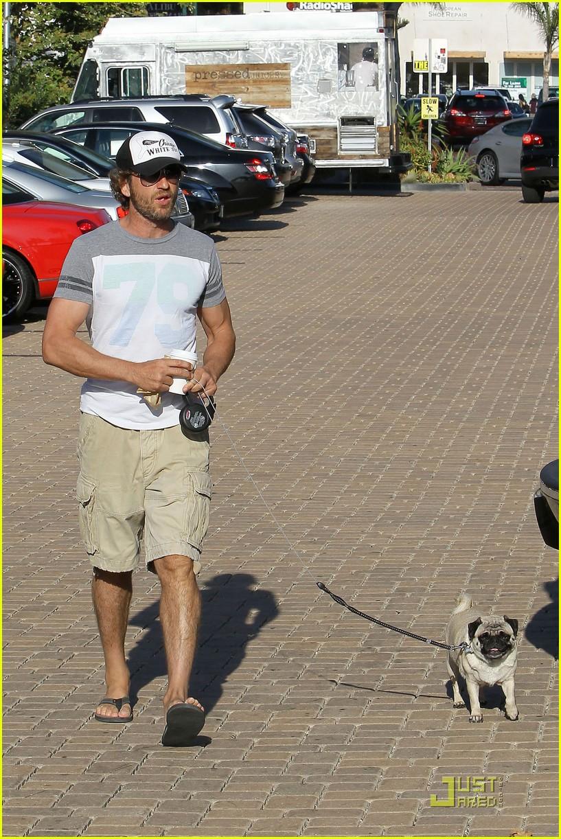 gerard butler walks pup 07