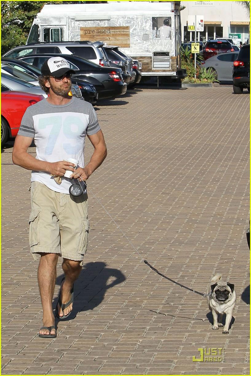 gerard butler walks pup 092574143