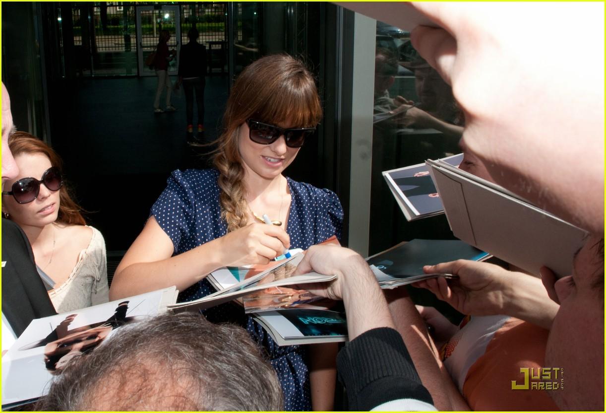 daniel craig autographs fans 03