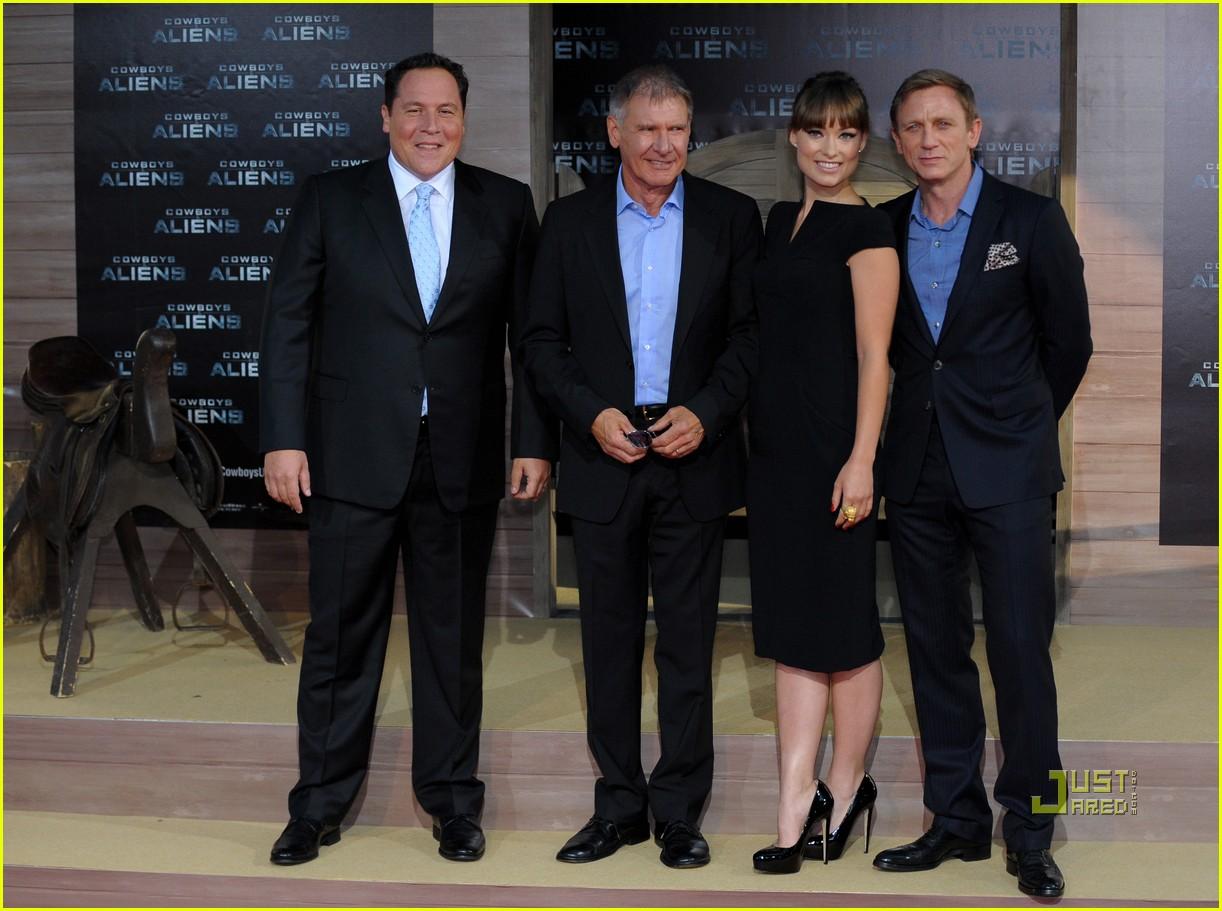 ¿Cuánto mide Daniel Craig? - Altura - Real height Daniel-craig-harrison-ford-olivia-wilde-cowboys-aliens-berlin-premiere-03