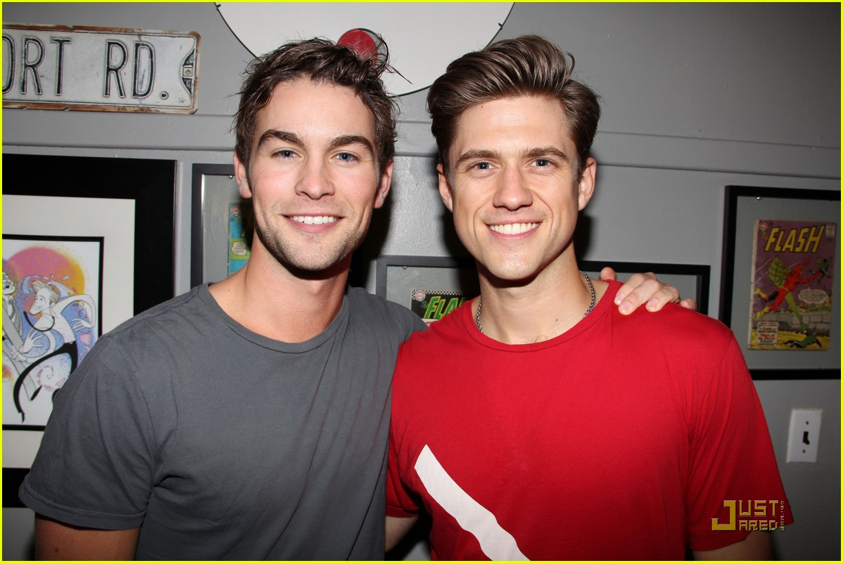chace crawford aaron tveit catch us if you can 01