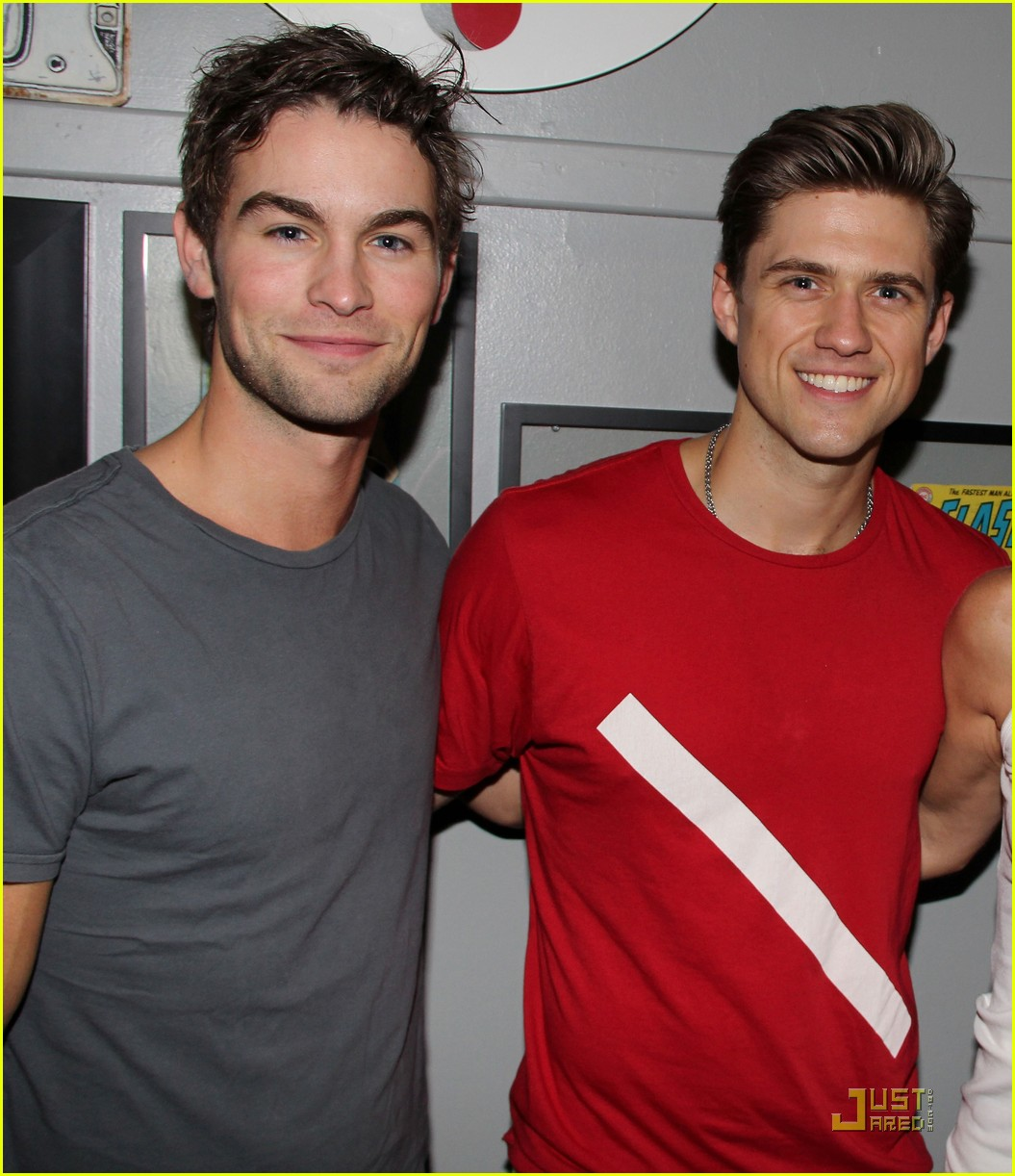 chace crawford aaron tveit catch us if you can 02