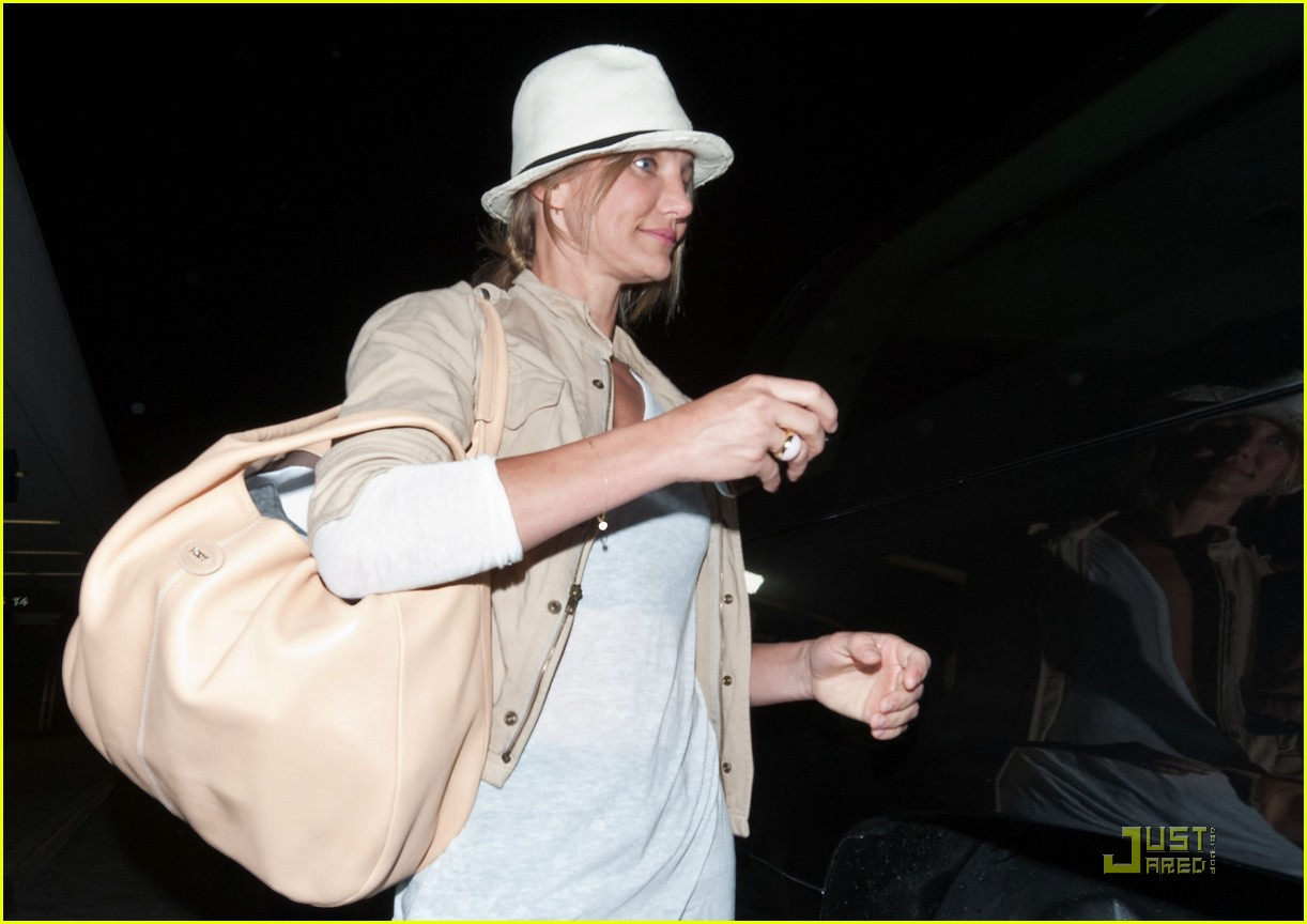 cameron diaz walks and talks at lax 04