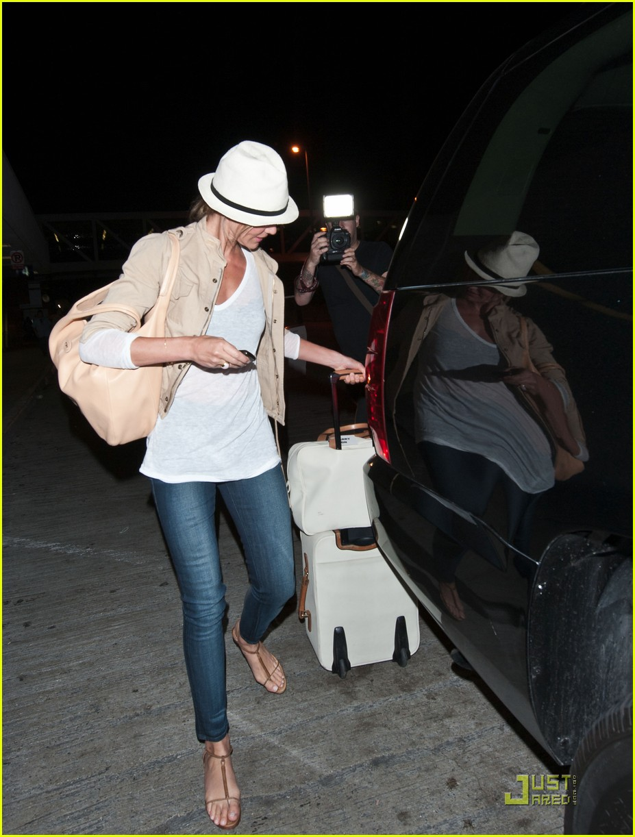 cameron diaz walks and talks at lax 09