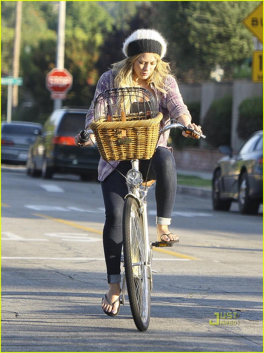 hilary duff bike 01