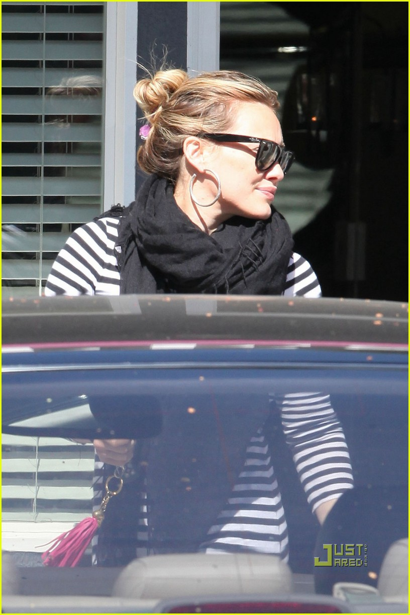 hilary duff striped shirt pilates 03