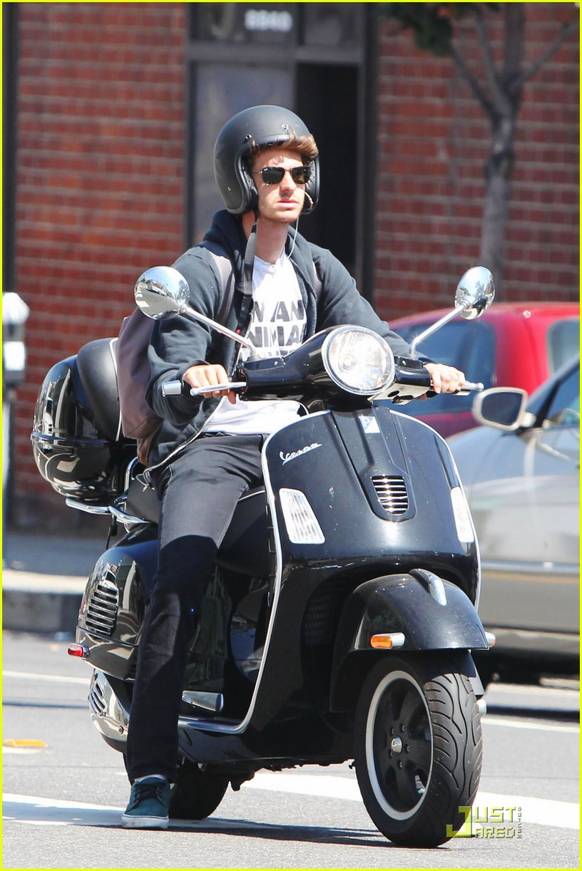 andrew garfield scooter 01