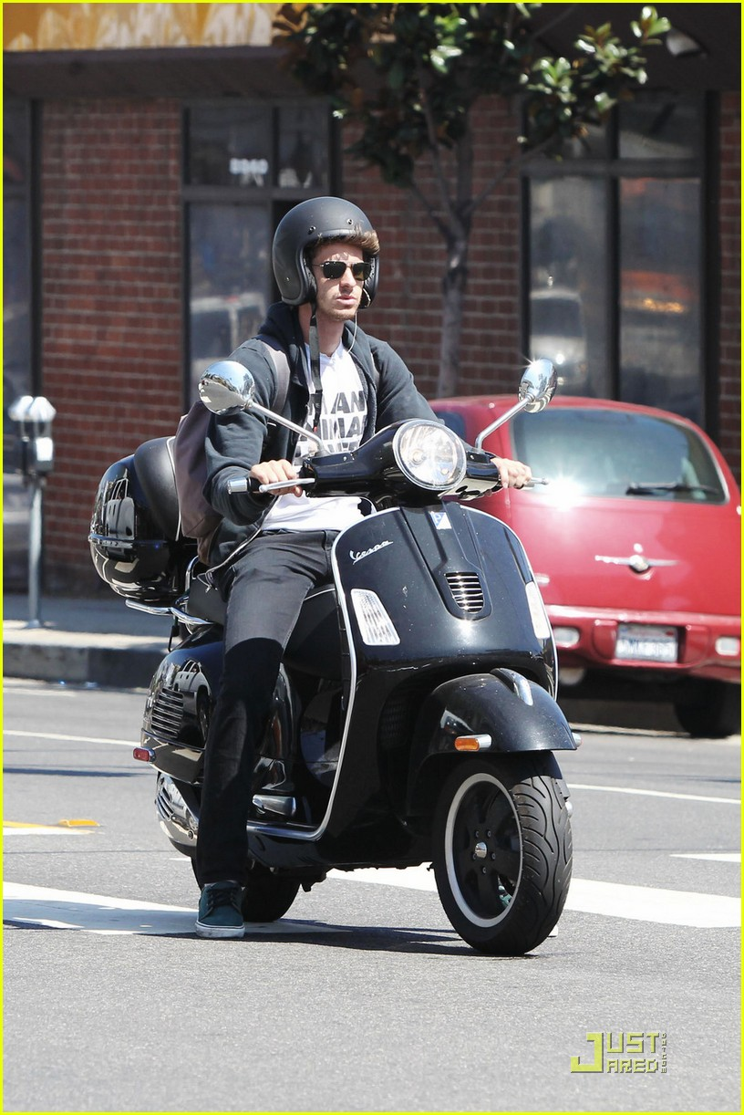 andrew garfield scooter 04