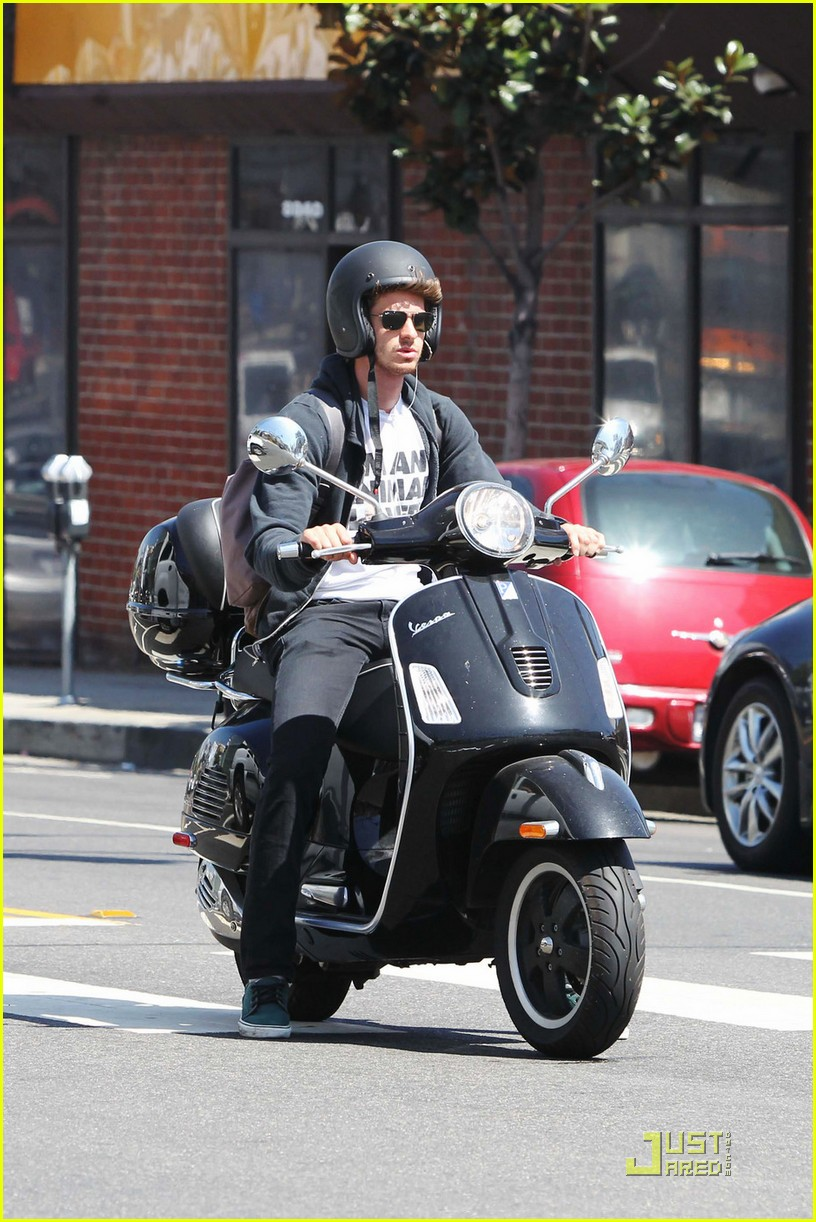 andrew garfield scooter 05