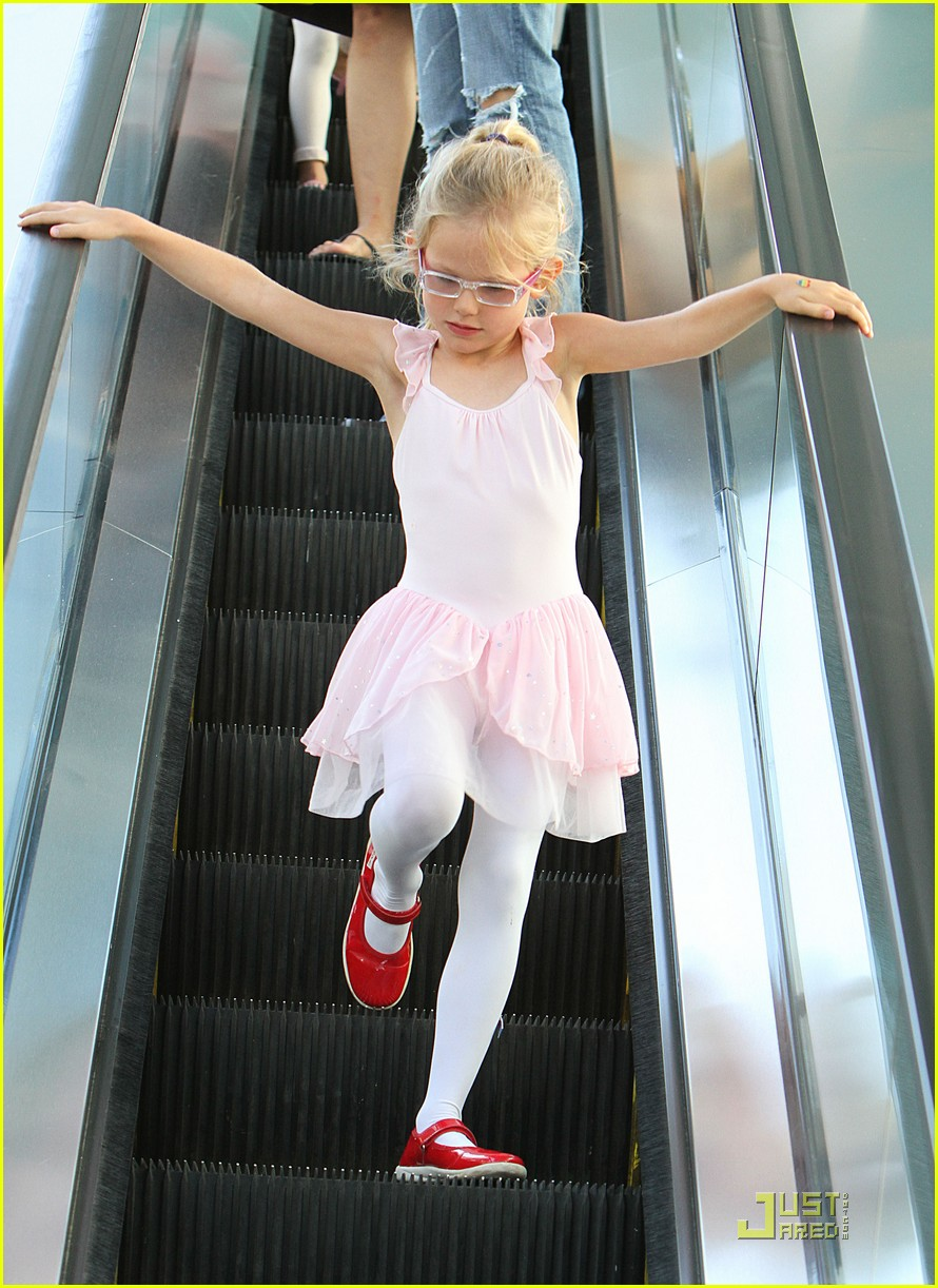 jennifer garner takes violet to ballet class 01