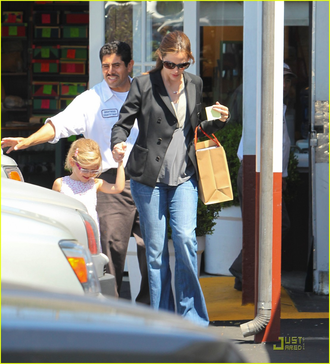 jennifer garner steps out after pregnancy announcement 01