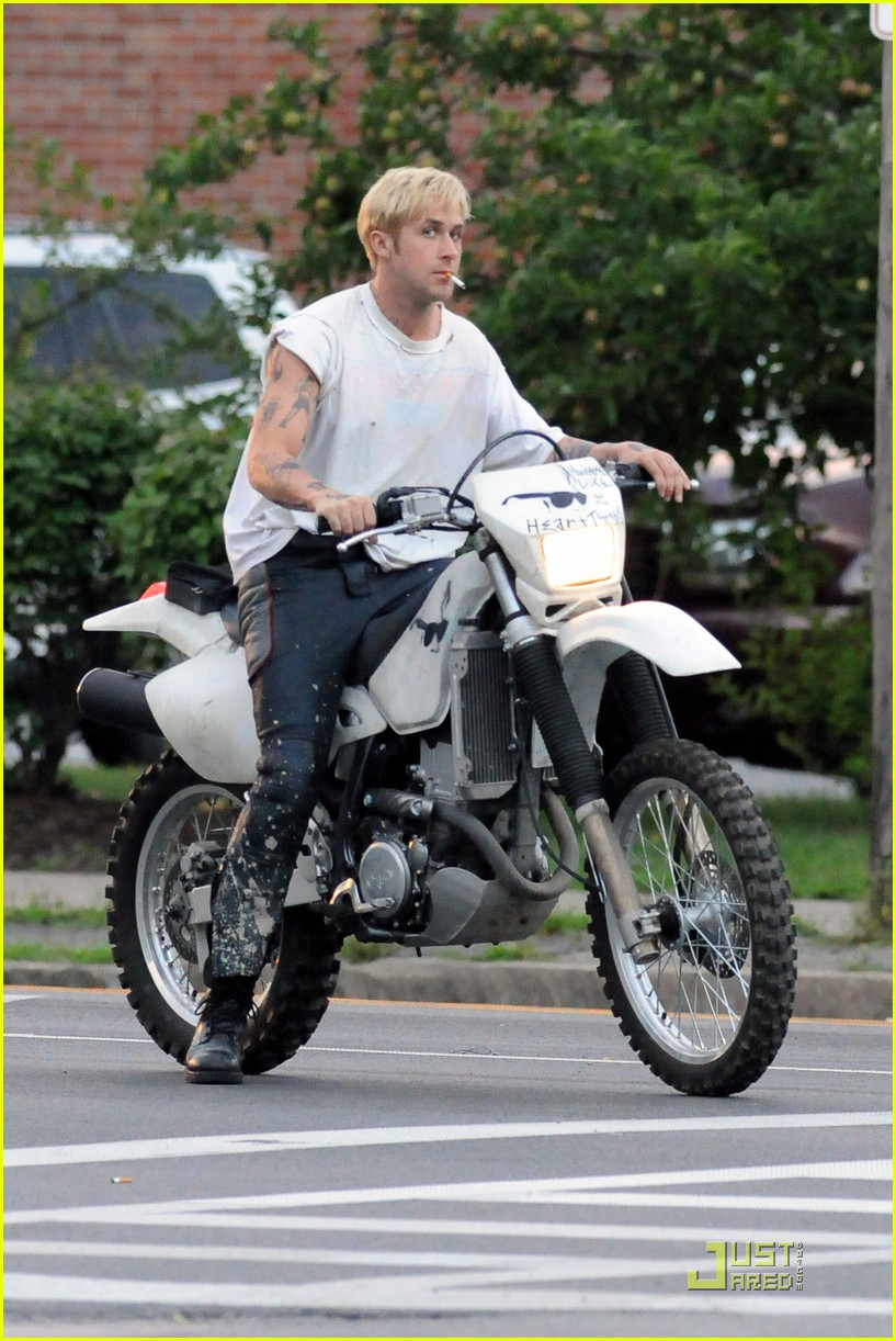 ryan gosling motorcycle pines 04