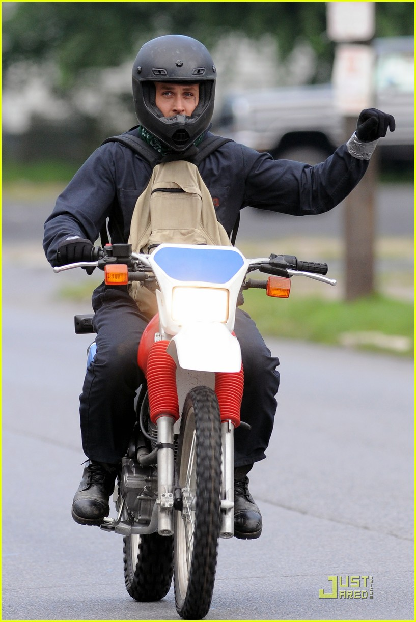 ryan gosling motorcycle pines 05