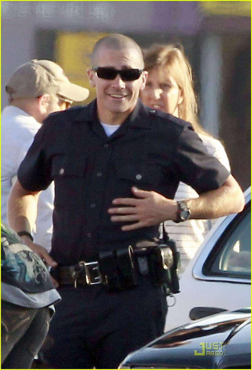 jake gyllenhaal america ferrera on set of end of watch 02
