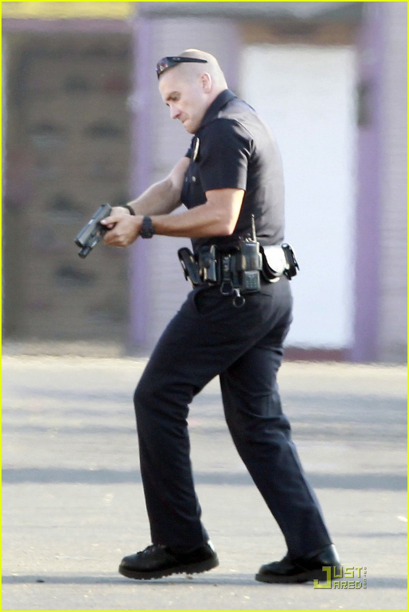 jake gyllenhaal america ferrera on set of end of watch 07