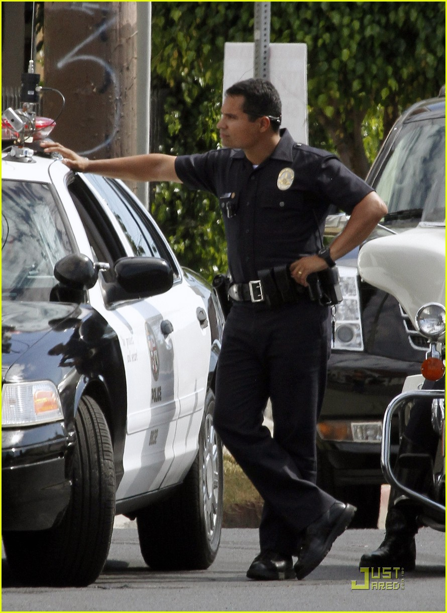 jake gyllenhaal guns out for end of watch 08