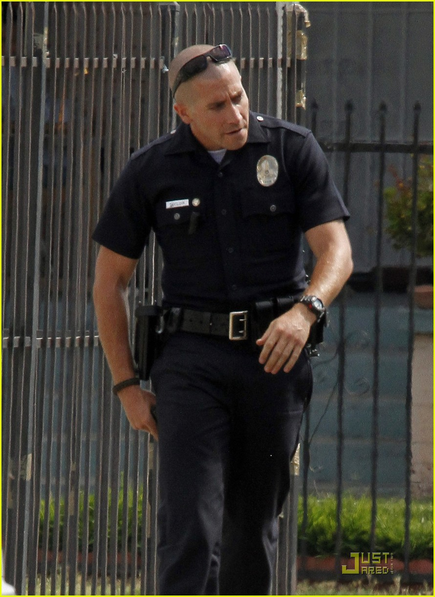jake gyllenhaal guns out for end of watch 10