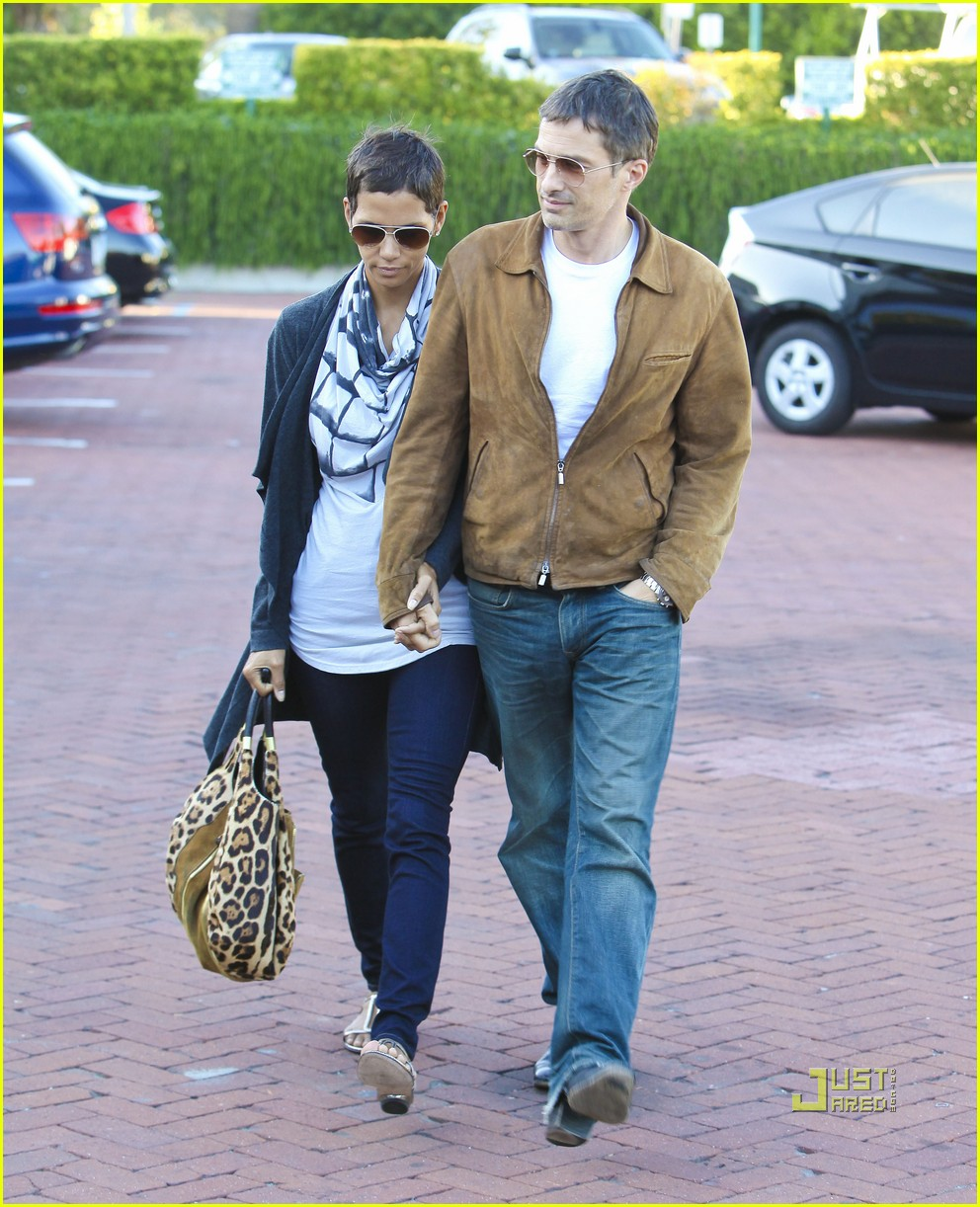 halle berry olivier martinez nobu 07