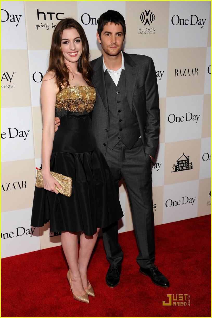 anne hathaway jim sturgess one day premiere nyc 02