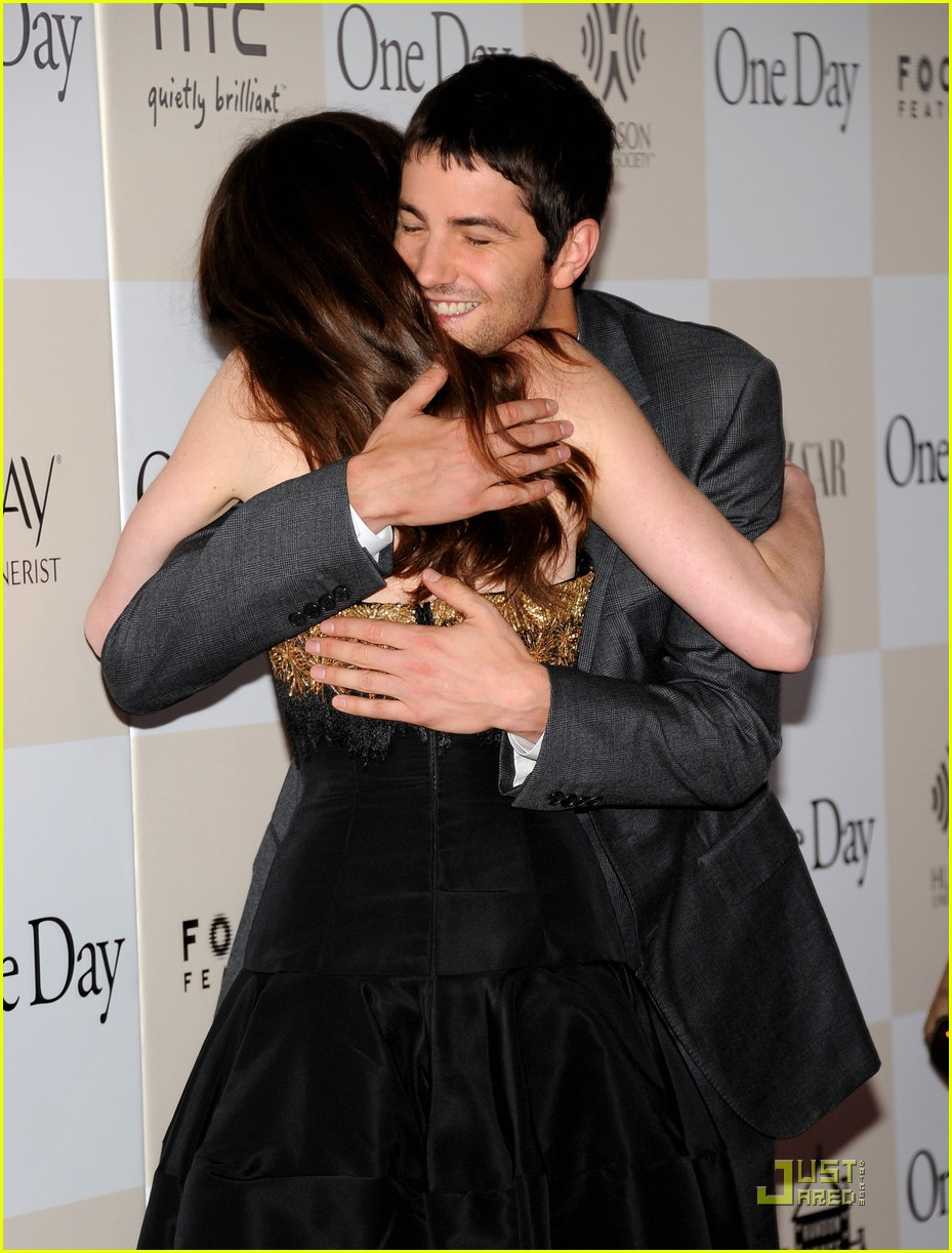 anne hathaway jim sturgess one day premiere nyc 03