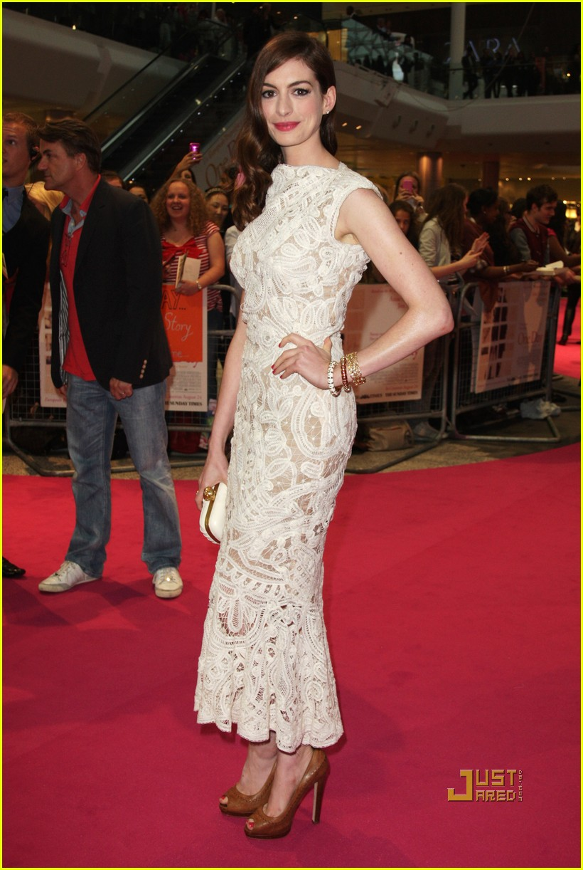 anne hathaway jim sturgess one day london premiere 01