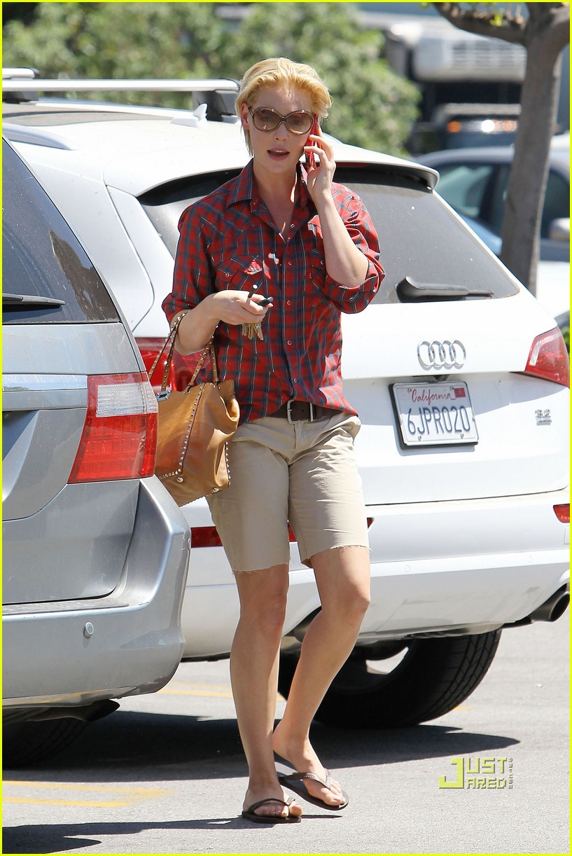 katherine heigl mani pedi plaid shirt 07