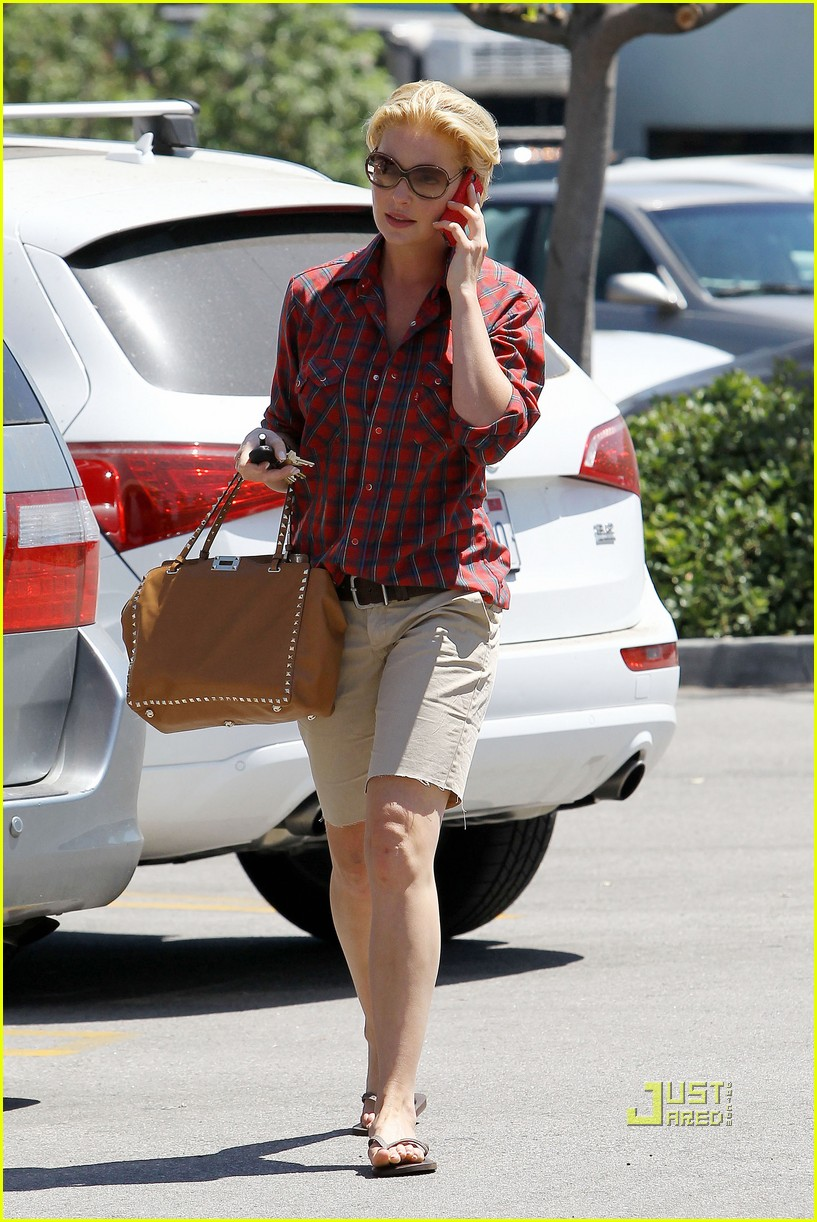 katherine heigl mani pedi plaid shirt 13
