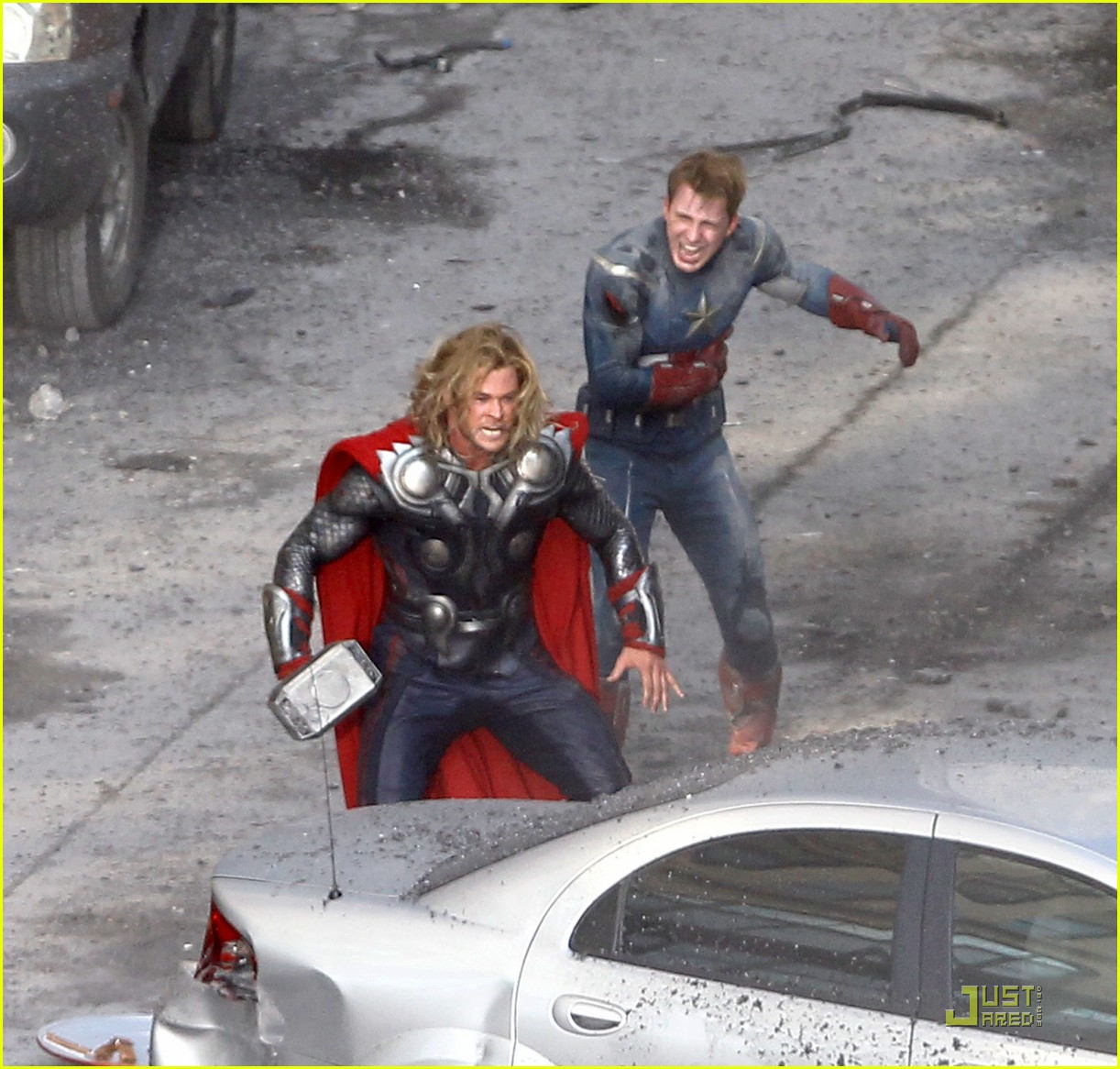 chris hemsworth chris evans avengers 022571557