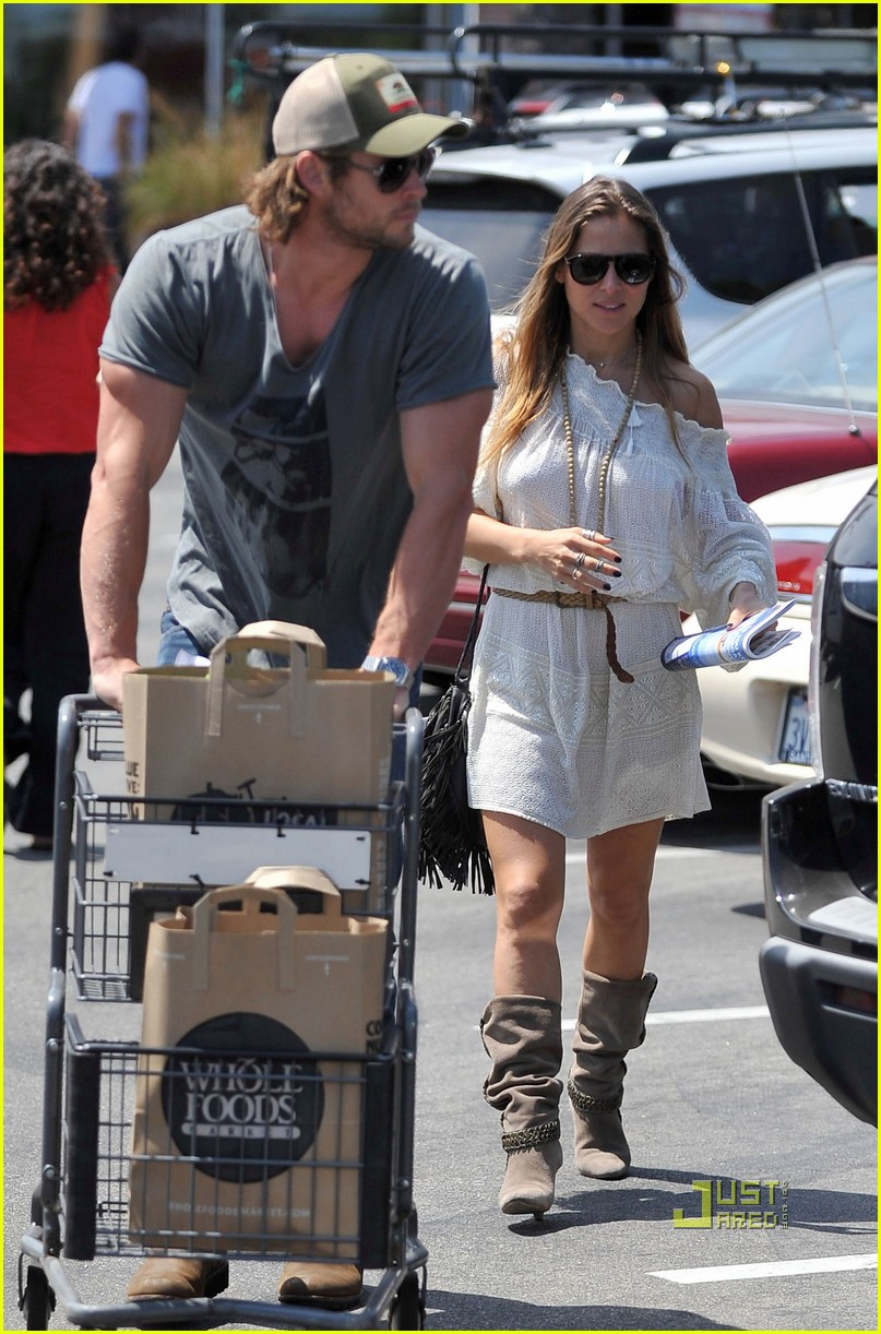 chris hemsworth elsa pataky whole foods 03
