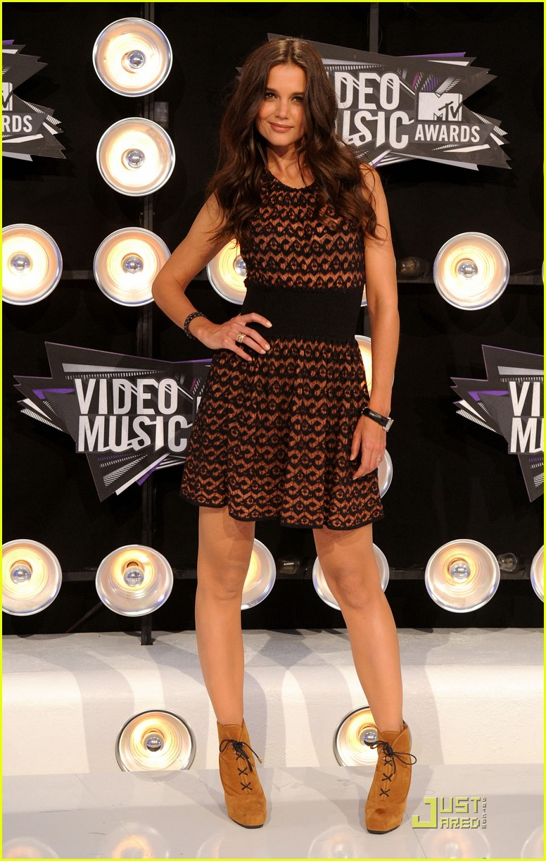 katie holmes mtv vmas 2011 red carpet 01