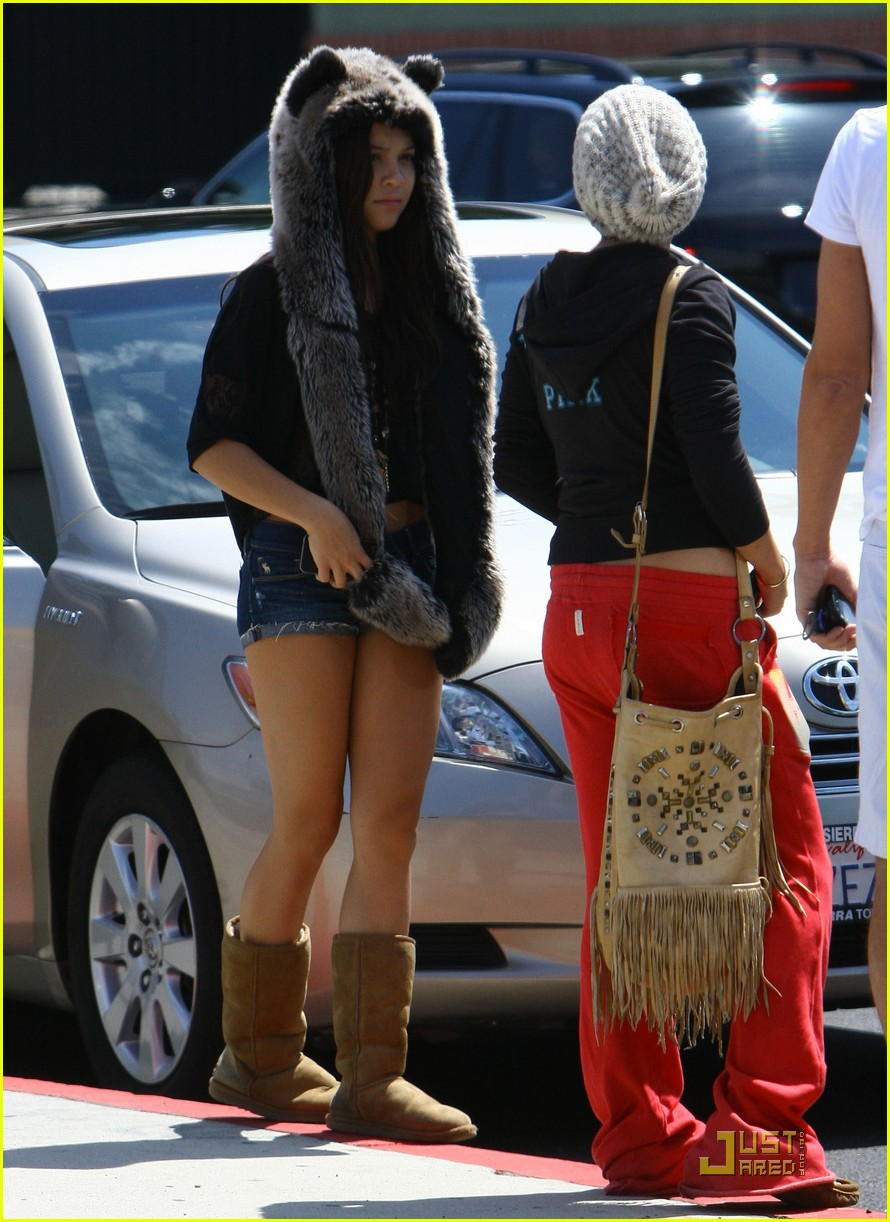vanessa hudgens jinkys cafe with stella 182565525