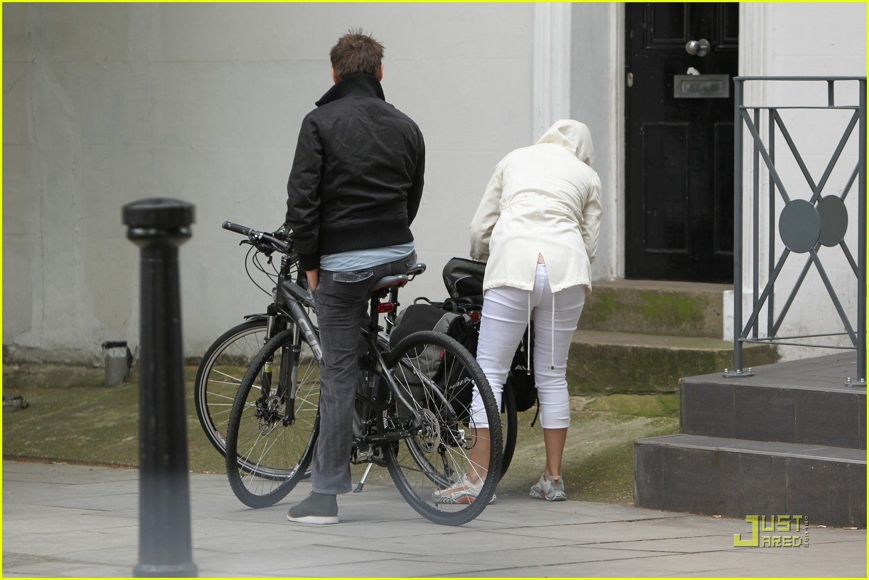 kate hudson biking london 03