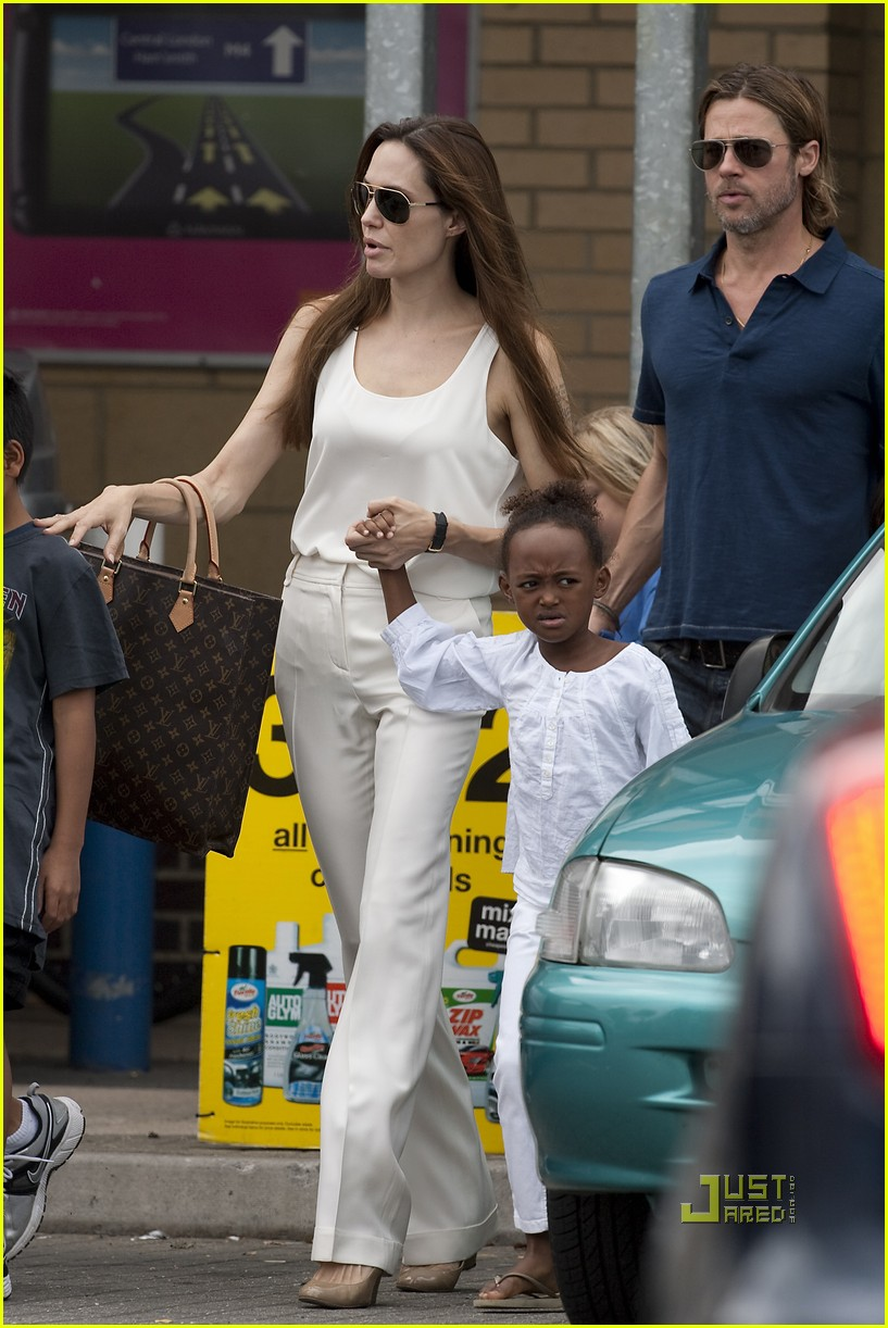 angelina jolie brad pitt kids bike shop 03