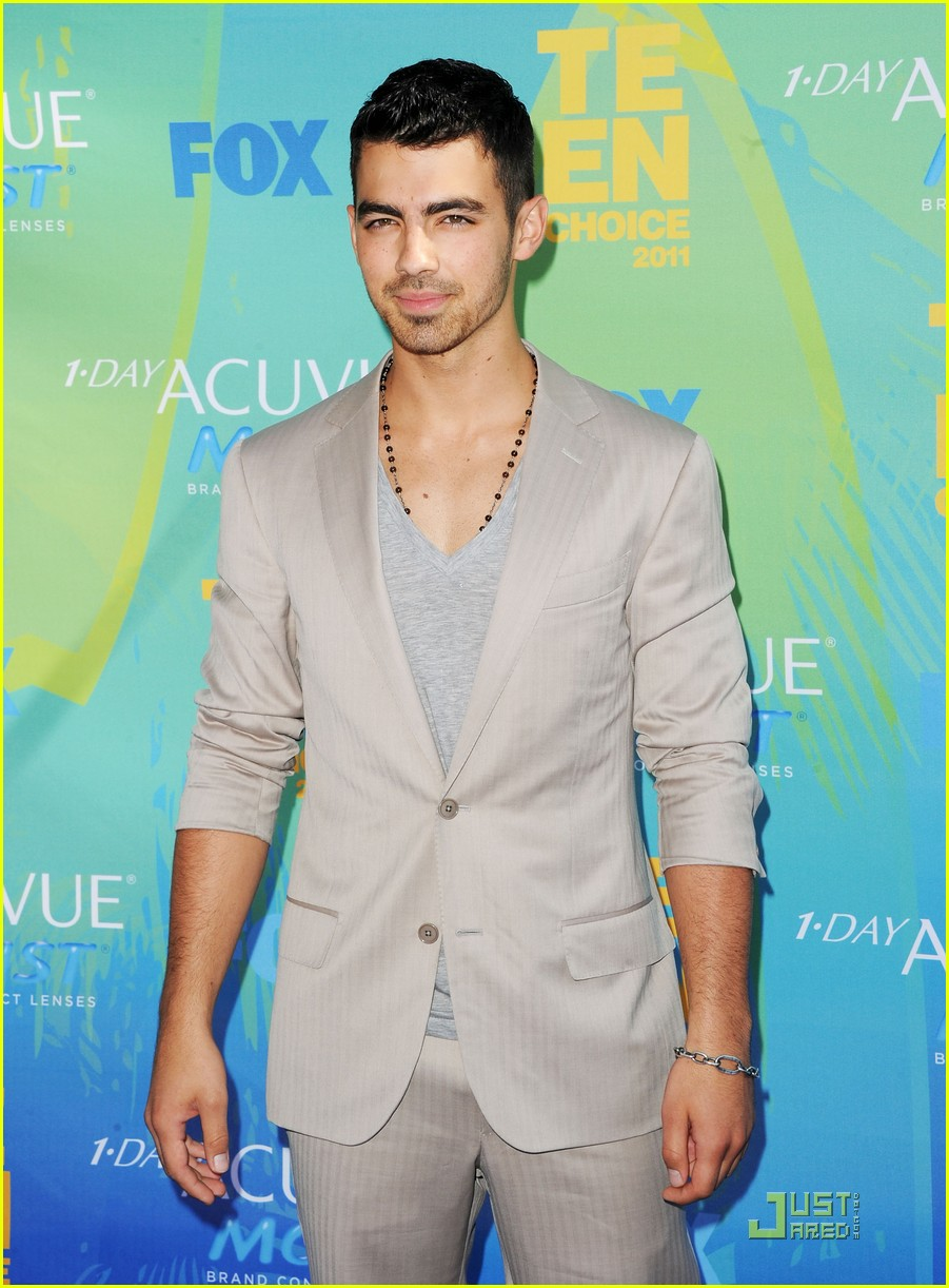 joe jonas tcas 2011 02