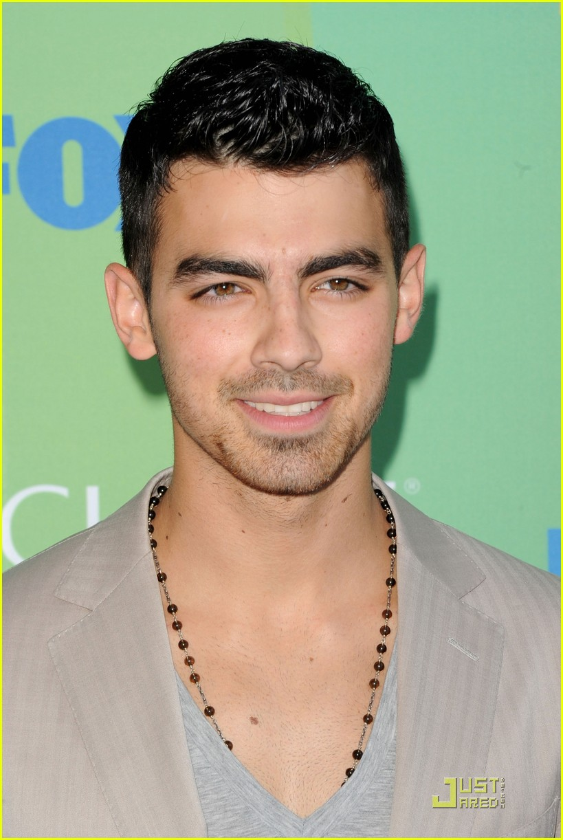 joe jonas tcas 2011 05