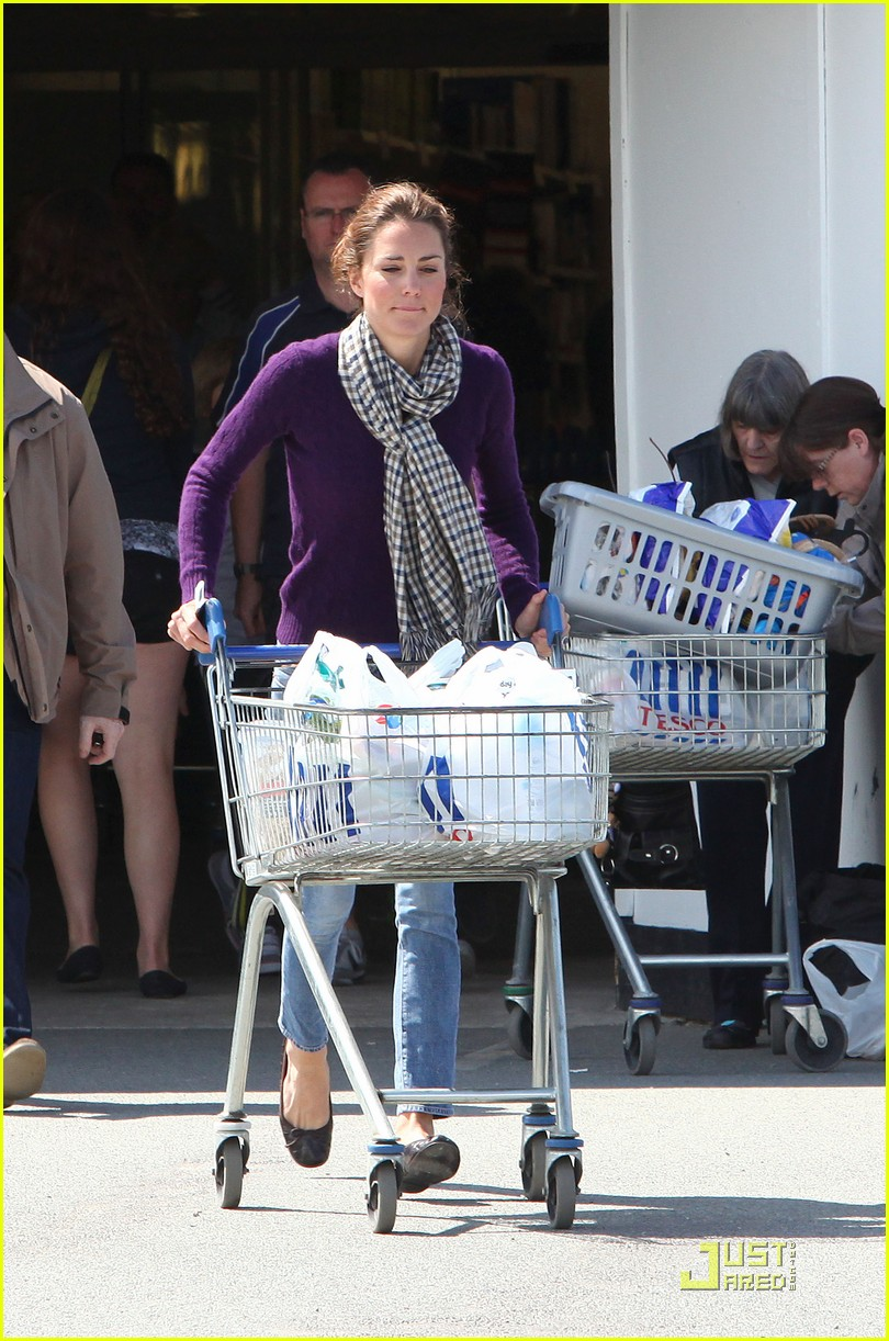 kate grocery shopping sans prince william 03