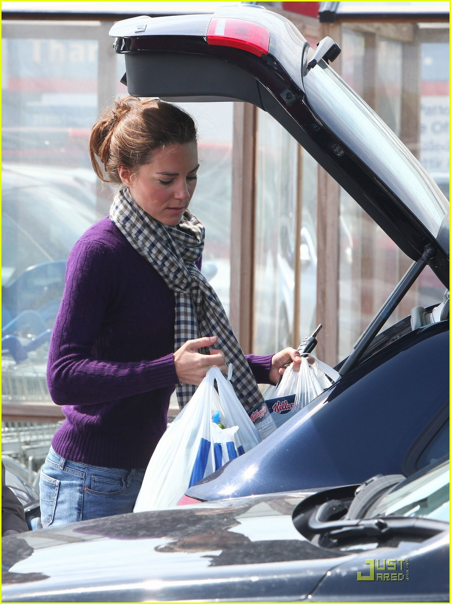 kate grocery shopping sans prince william 042566310