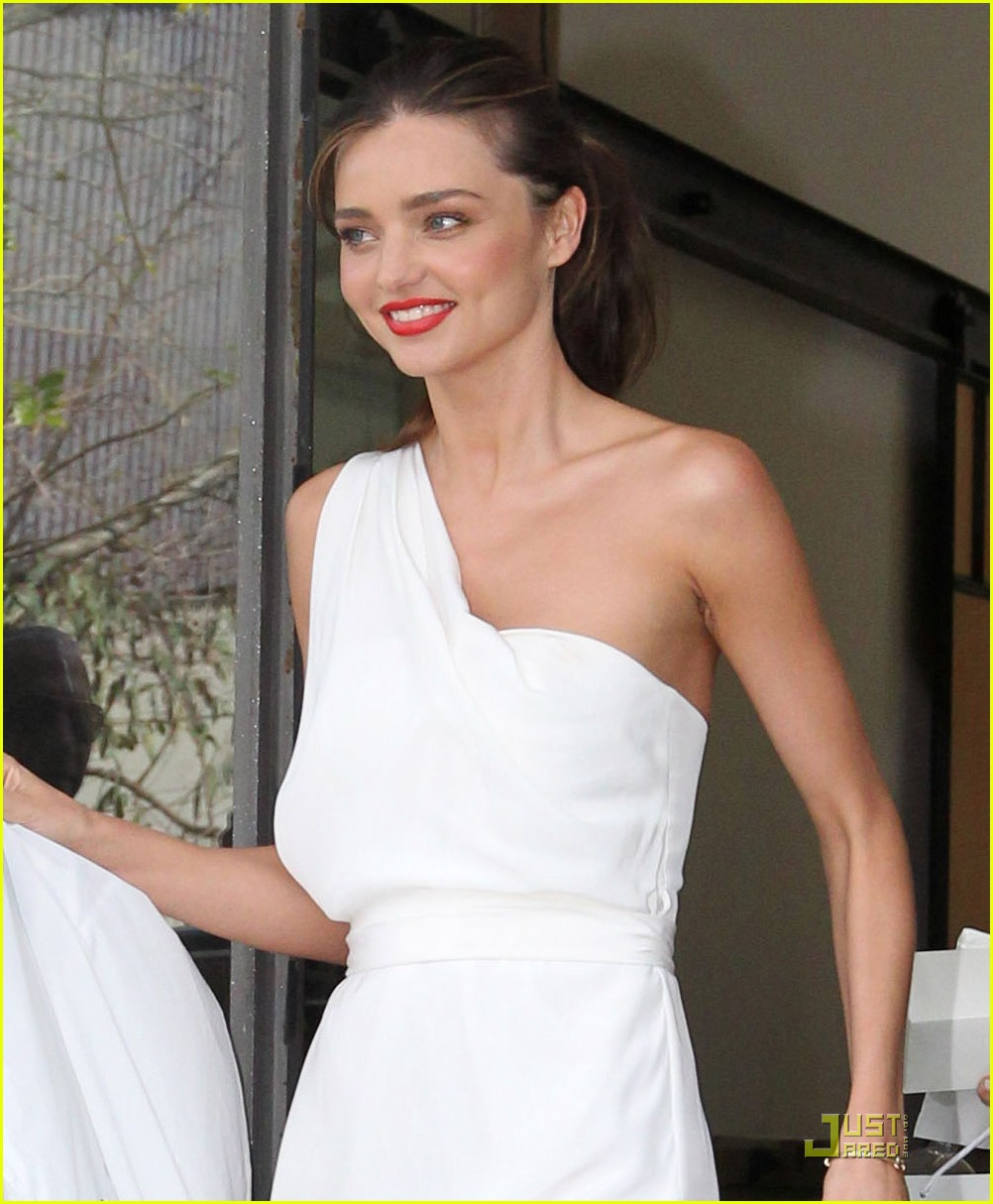 miranda kerr white hot in sydney 02