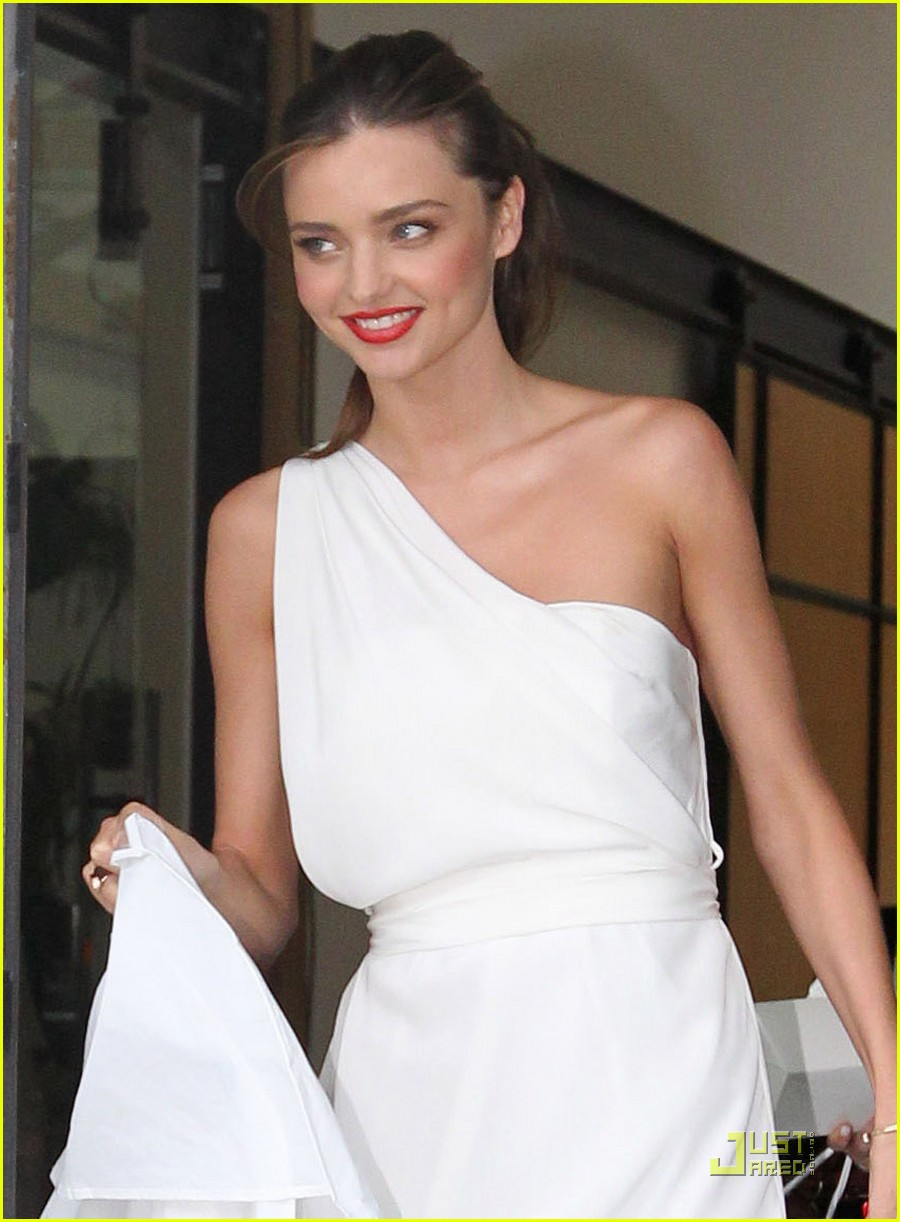 miranda kerr white hot in sydney 04
