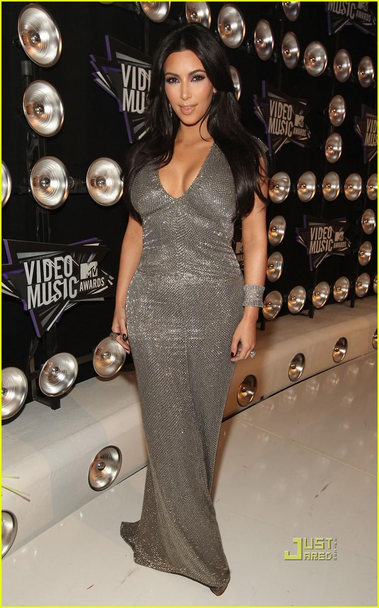 kim kardashian 2011 mtv vmas 03